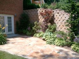 patio-retaining-wall