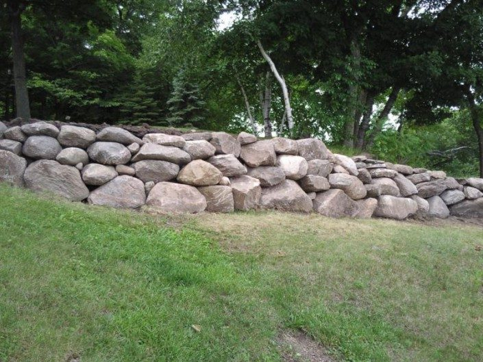 boulder-wall-stacked boulders-retaining