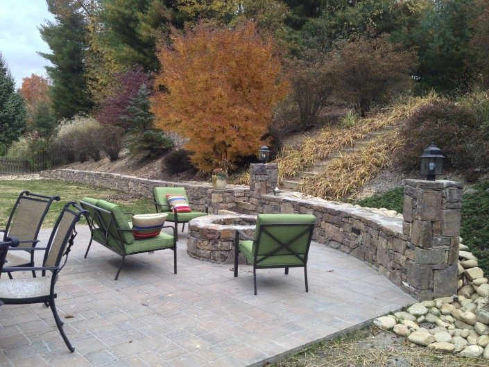 outdoor living-patio-hardscape-cobblestone pavers