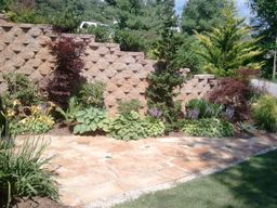 retaining walls-plants-patio-flagstone-landscaper